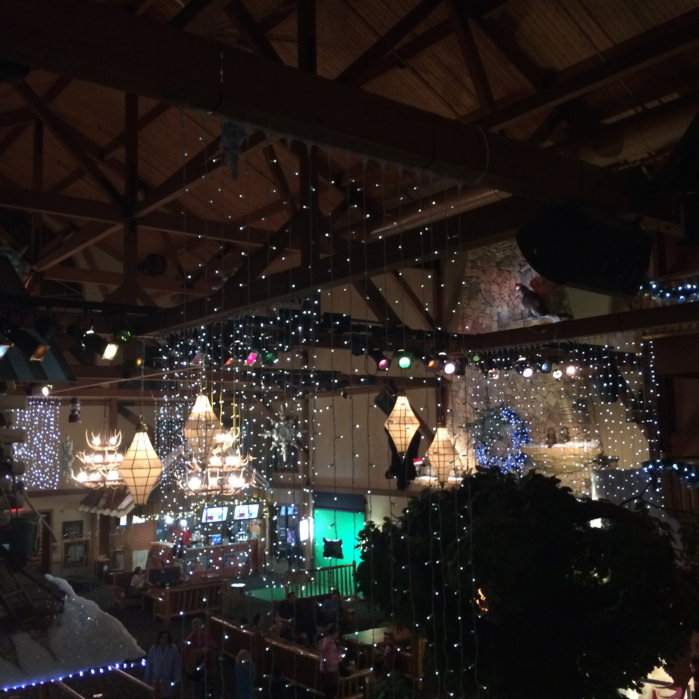 great_wolf_lodge_niagara_falls_resort_wondermoms_christmasjpg